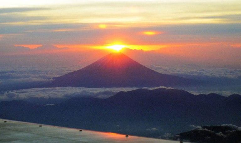 first-rising-sun-of-2012-above-mt-fuji
