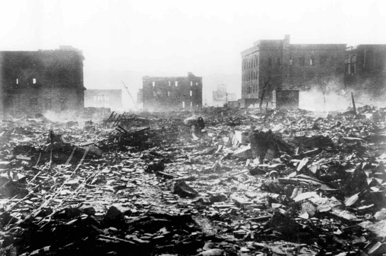 Escena de destrucción en Hiroshima, al fondo el Industrial Exhibition building, hoy convertido en memorial